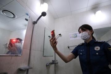 Phụ nữ Hàn Quốc không dám đi vệ sinh trong chính nhà mình