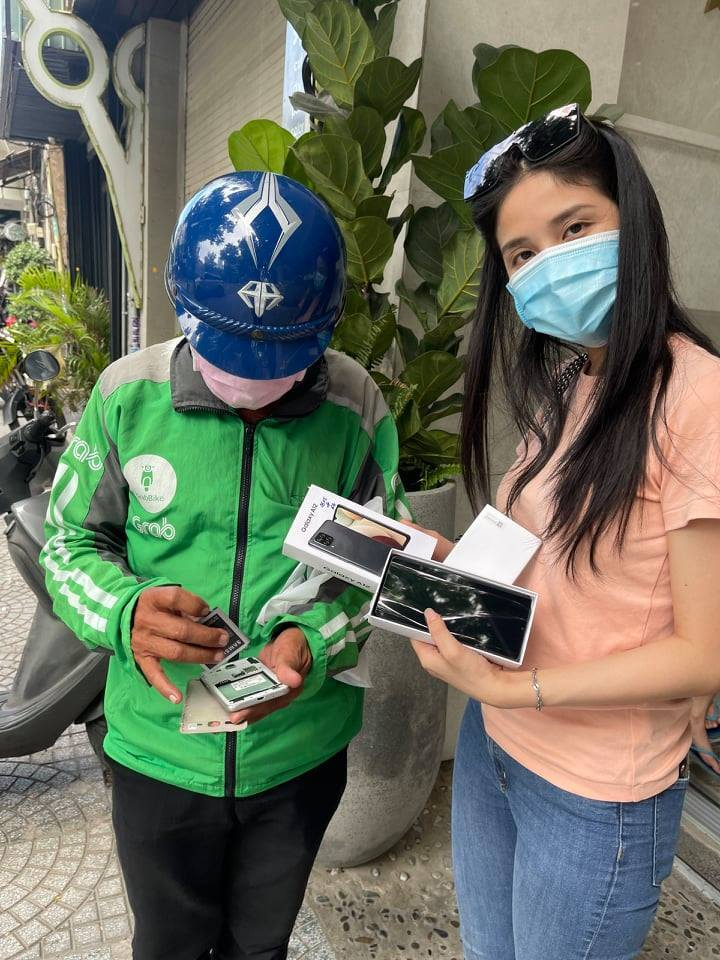 Điều trăn trở của cô gái đưa 200 phần quà đi tặng mùa Covid-19 ở TP.HCM