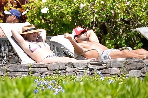 Britney Spears đi nghỉ dưỡng cùng bạn trai sau lời khai chấn động