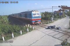 Hai thanh niên băng qua đường sắt bị tàu đâm, 1 người tử vong