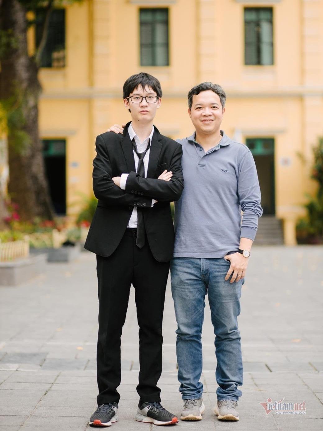 Nam sinh vào thẳng 2 trường chuyên 'hot' là thủ khoa chuyên Toán của Hà Nội