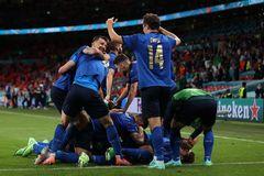 Video Italy 2-1 Áo: Chiesa mở ra chiến thắng cho Azzurri