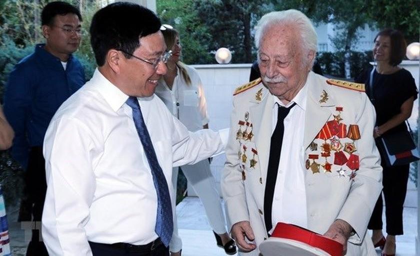 Greek Hero of People's Armed Forces,President Nguyen Xuan Phuc
