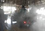 Lực lượng quân đội phun khử khuẩn chợ nông hải sản lớn nhất TP.HCM