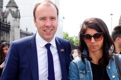 Thân thế cô trợ lý trong bê bối ái tình khiến Bộ trưởng Y tế Anh mất chức