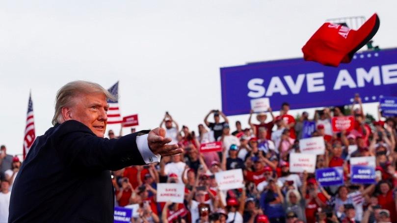 Ông Trump tái xuất, chế nhạo truyền thông, chê chính quyền mới