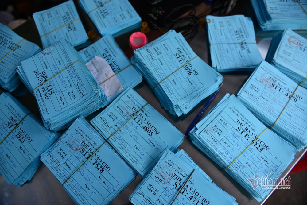 Nơi đầu tiên ở TP.HCM phát thẻ cho người dân đi chợ