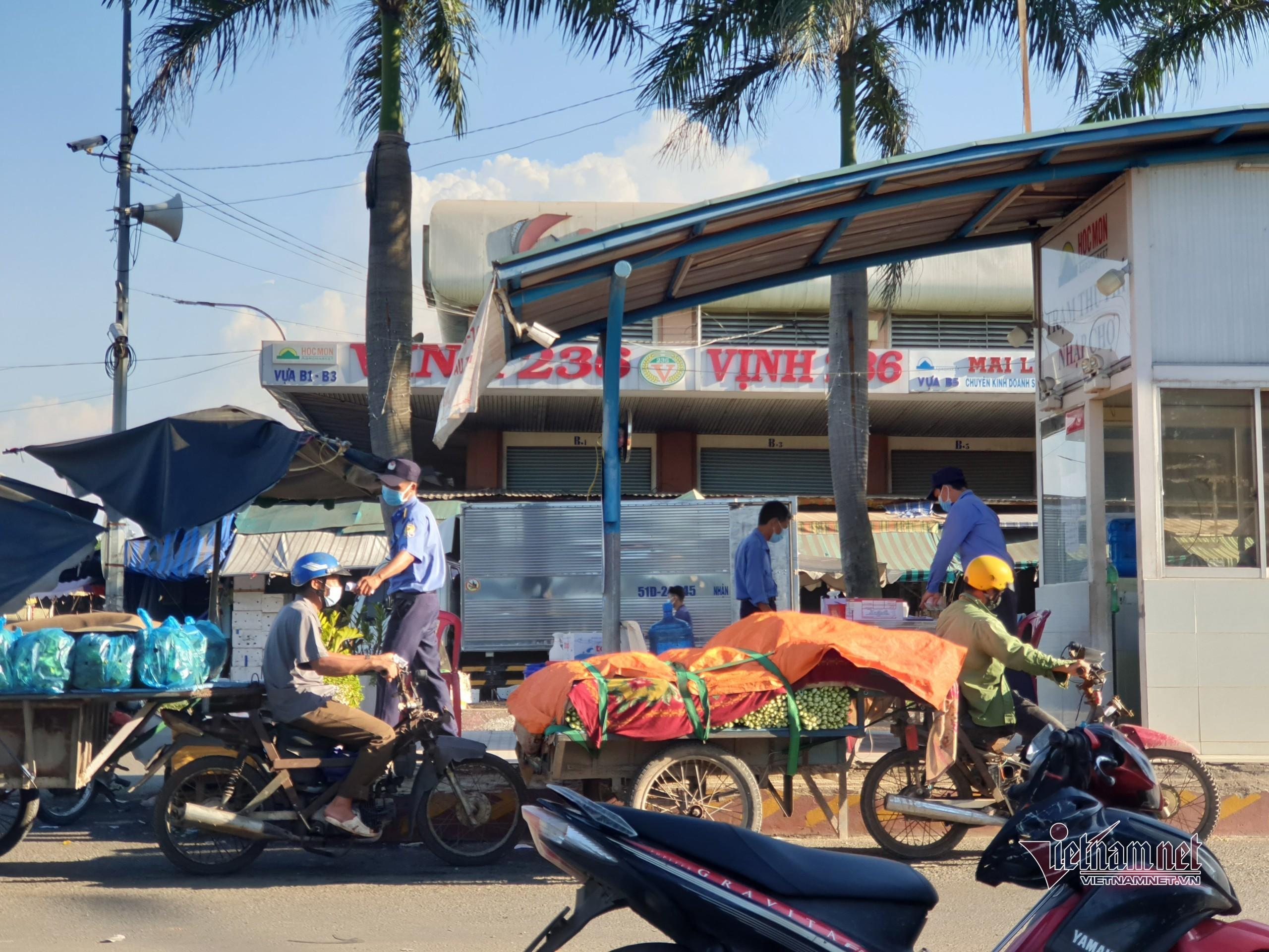 Chợ đầu mối nông sản Hóc Môn trước giờ tạm dừng hoạt động 7 ngày