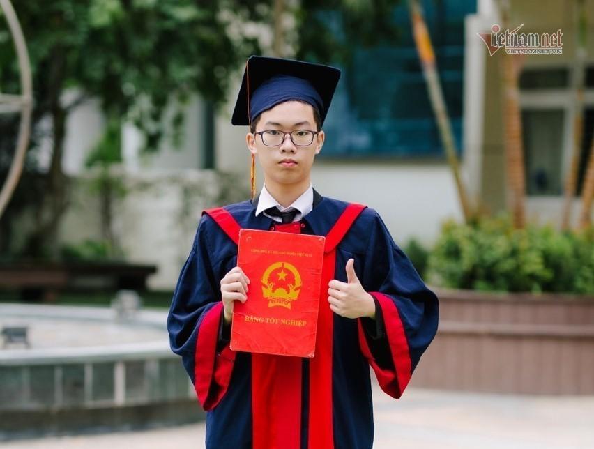 Nam sinh đỗ thủ khoa của 2 trường chuyên nổi tiếng Hà Nội