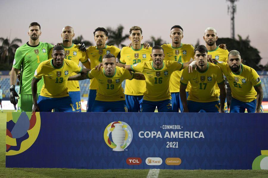 Brazil đánh rơi chiến thắng trước Ecuador