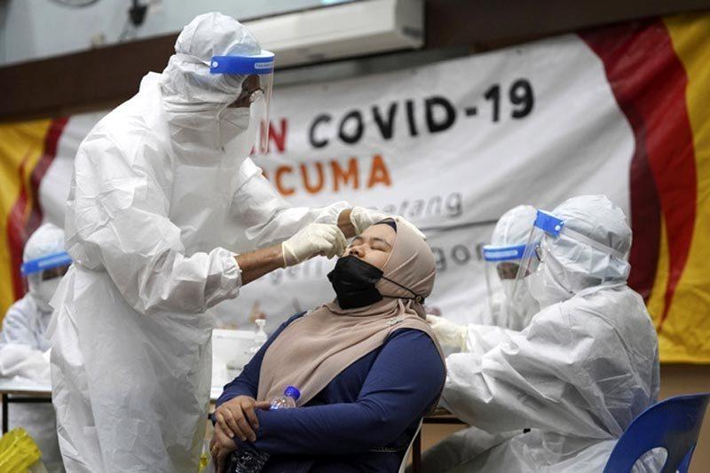 Malaysia kéo dài phong tỏa vì Covid-19, Putin lệnh hoàn tất chủng ngừa người nước ngoài