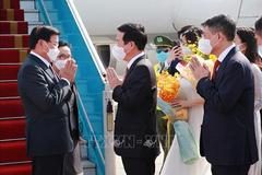 Tổng Bí thư, Chủ tịch nước Lào đến Hà Nội bắt đầu thăm hữu nghị chính thức Việt Nam