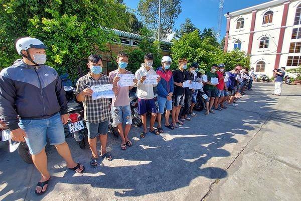 30 thanh thiếu niên đua xe trái phép giữa mùa dịch ở Cần Thơ