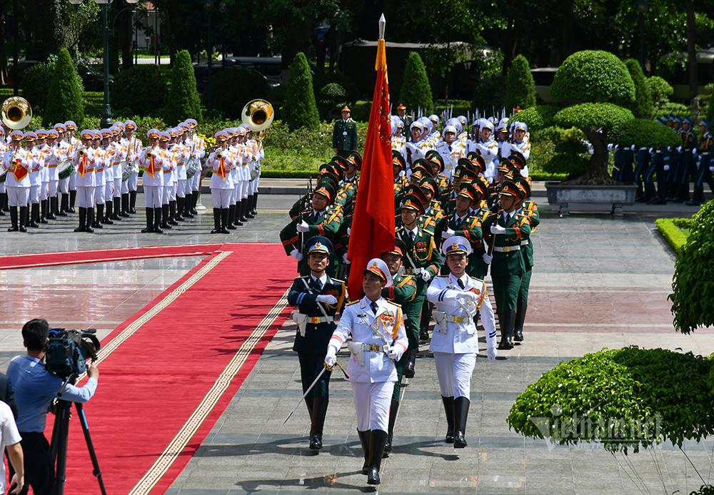 Chủ tịch nước chủ trì lễ đón Tổng Bí thư, Chủ tịch nước Lào