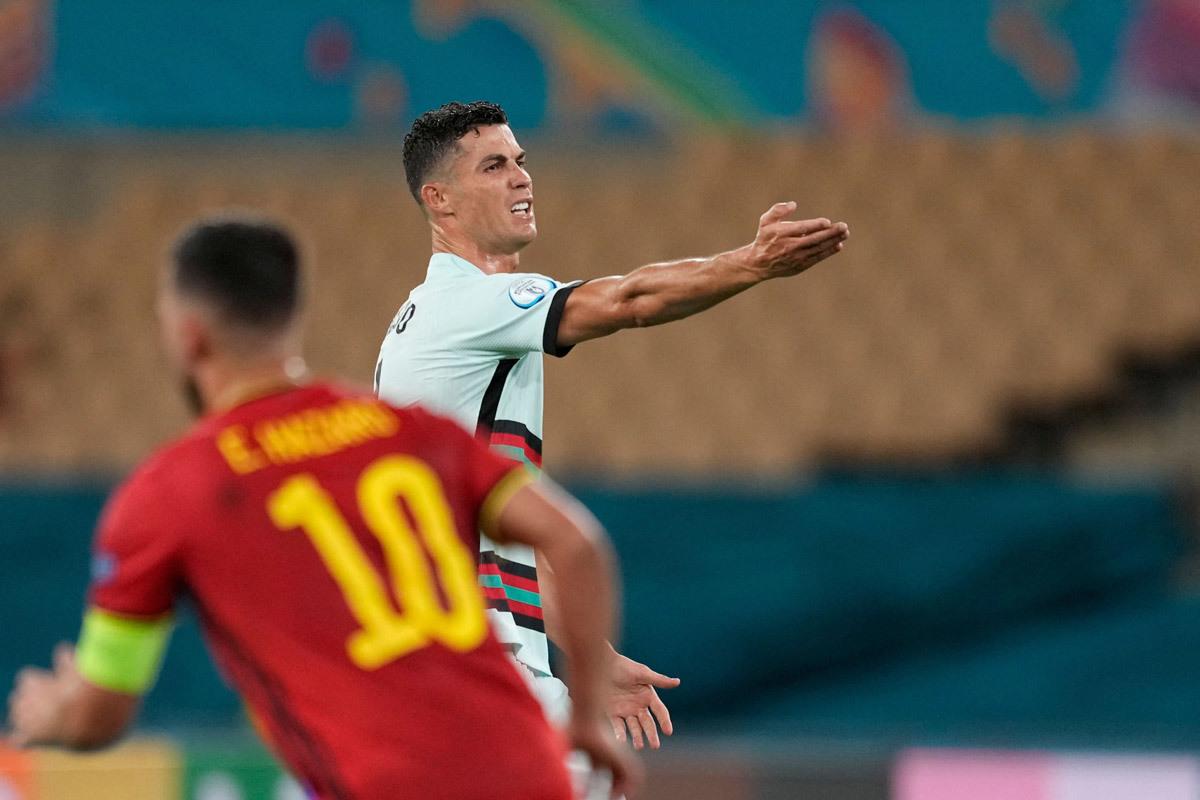MU dọn đường đón Ronaldo, Liverpool mua Coman