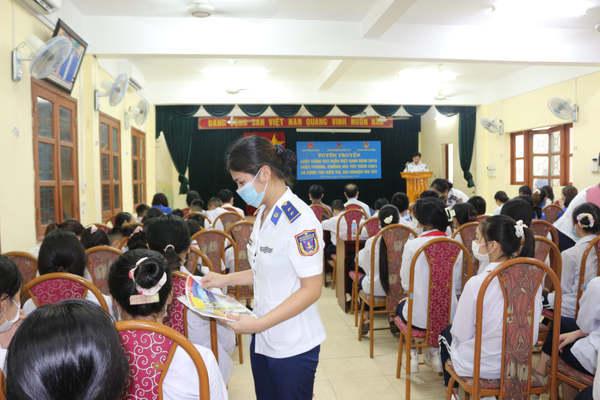 Tuyên truyền Luật Cảnh sát biển Việt Nam cho cán bộ, đoàn viên và học sinh phường Hòa Nghĩa