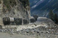 Ấn Độ điều 50.000 quân đến sát biên giới với Trung Quốc