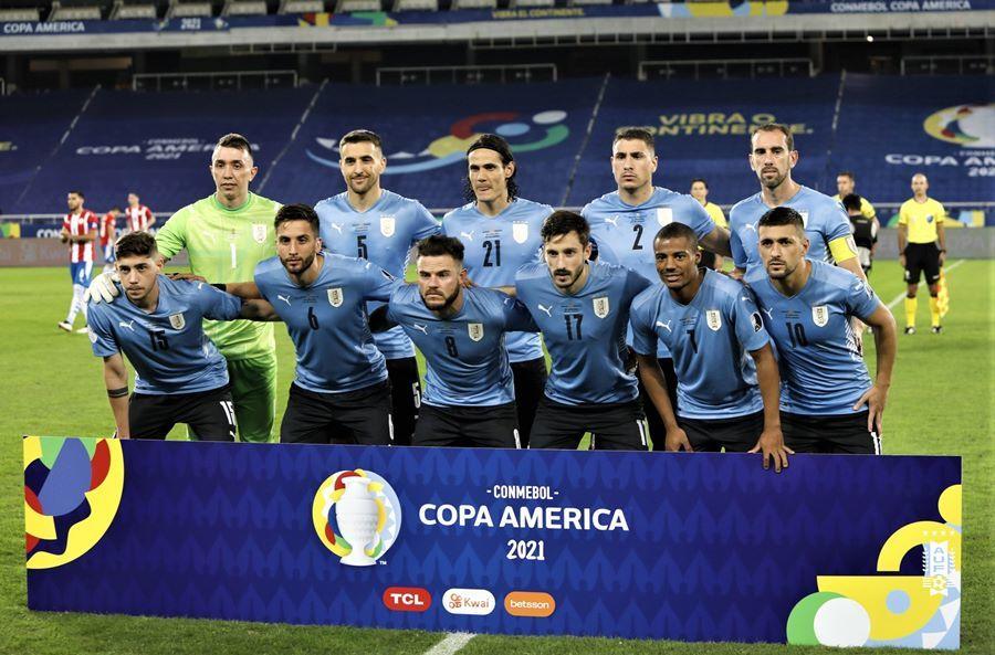 Cavani hóa người hùng, Uruguay vào tứ kết với ngôi nhì bảng
