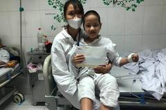 Trao hơn 30 triệu đồng đến em Lê Thị Thùy Trang bị ung thư phần mềm