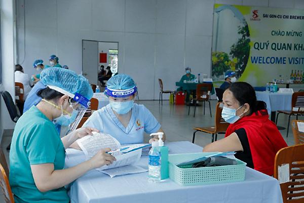 Doanh nghiệp góp sức đẩy nhanh tiến độ tiêm vắc xin