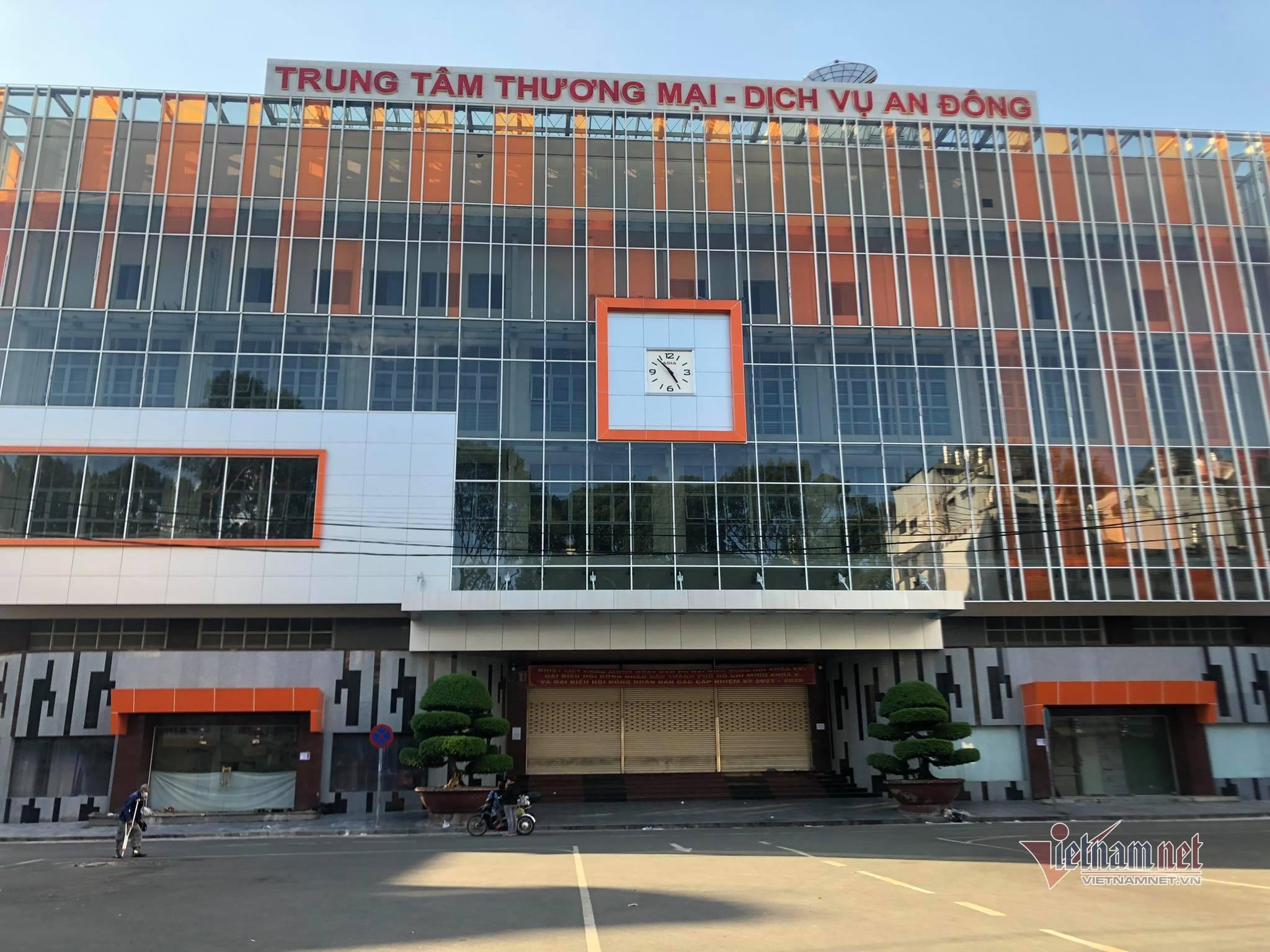 TP.HCM dừng hoạt động trạm y tế, siêu thị và chợ vì có chuỗi 17 ca Covid-19 ở quận 5