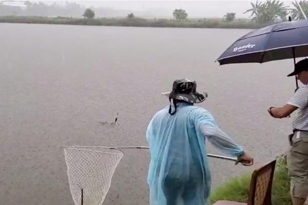 Người đàn ông ở Nghệ An cách ly tại nhà, trốn đi câu cá