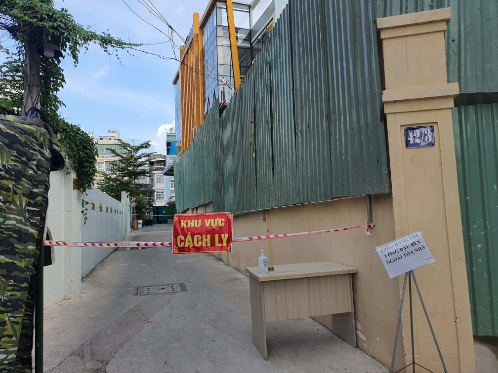 TP.HCM phong tỏa tòa nhà công ty có 20 ca Covid-19 ở Bình Thạnh