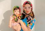 Đông Nhi hài hước bên con gái 8 tháng tuổi