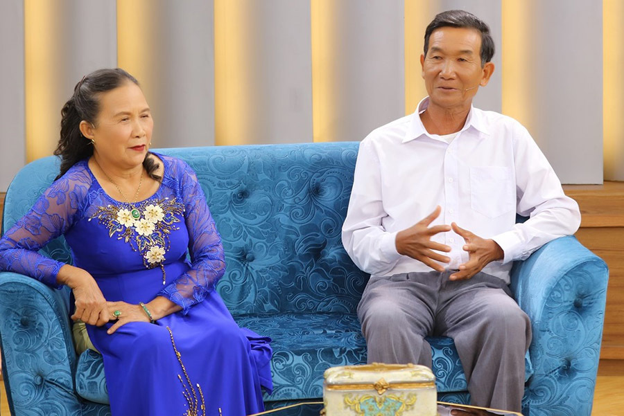 Người vợ Khánh Hòa nuôi chồng 70 tuổi học thạc sĩ