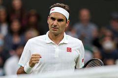 Federer ra quân chật vật, đối thủ bỏ cuộc ở set 5