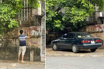 Người đàn ông viết chữ cấm đỗ rồi tự mình lái ô tô lên vỉa hè xí chỗ