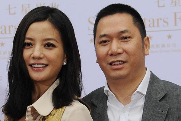 Phản ứng của Triệu Vy khi chồng bị đòi nợ 900 tỷ đồng