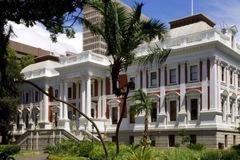 Nam Phi đề xuất cho phép phụ nữ lấy nhiều chồng