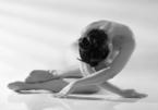 Nhiếp ảnh Thái Phiên: 'Triển lãm nude yoga tươi mát giữa dịch bệnh ngột ngạt'