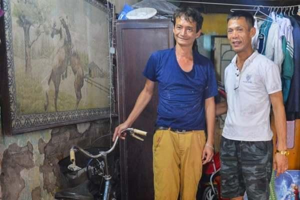 Người đàn ông kể lại phút cứu cháu bé rơi từ tầng 2 ở Nam Định