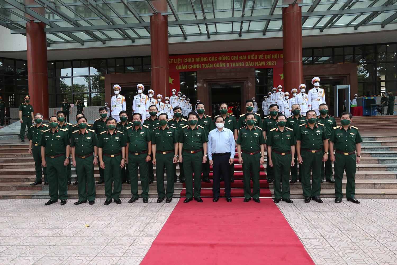 Thủ tướng: Quân đội không lơ là, mất cảnh giác, chủ quan