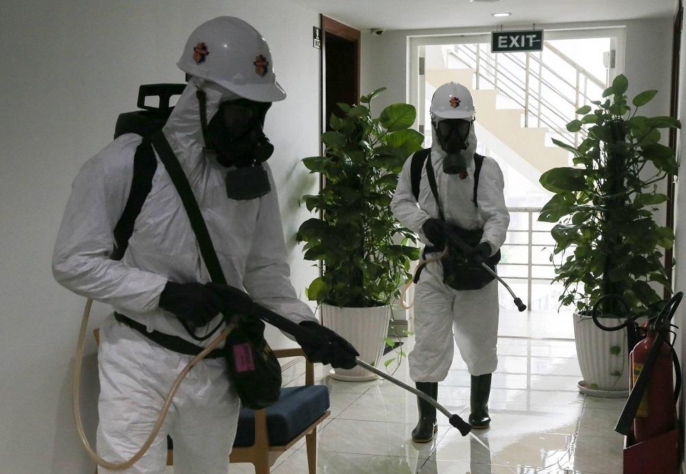 Quân đội phun khử khuẩn Trung tâm báo chí, bảo đảm an toàn cho phóng viên