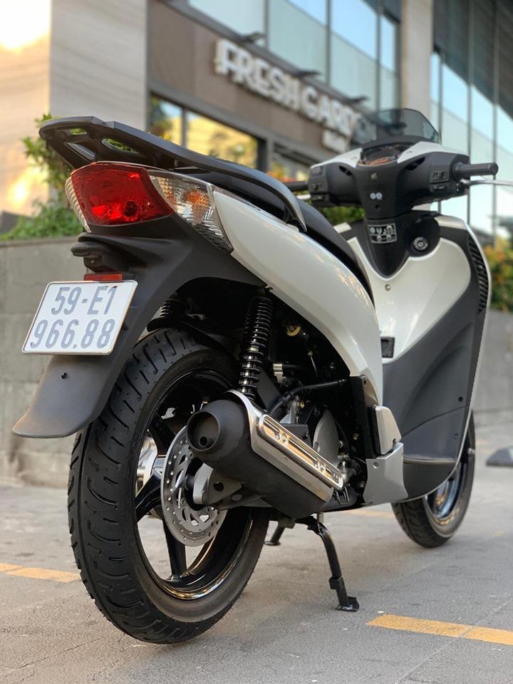 Honda SH cũ biển ngũ quý 1 giá gần 300 triệu đồng ở Hà Nội