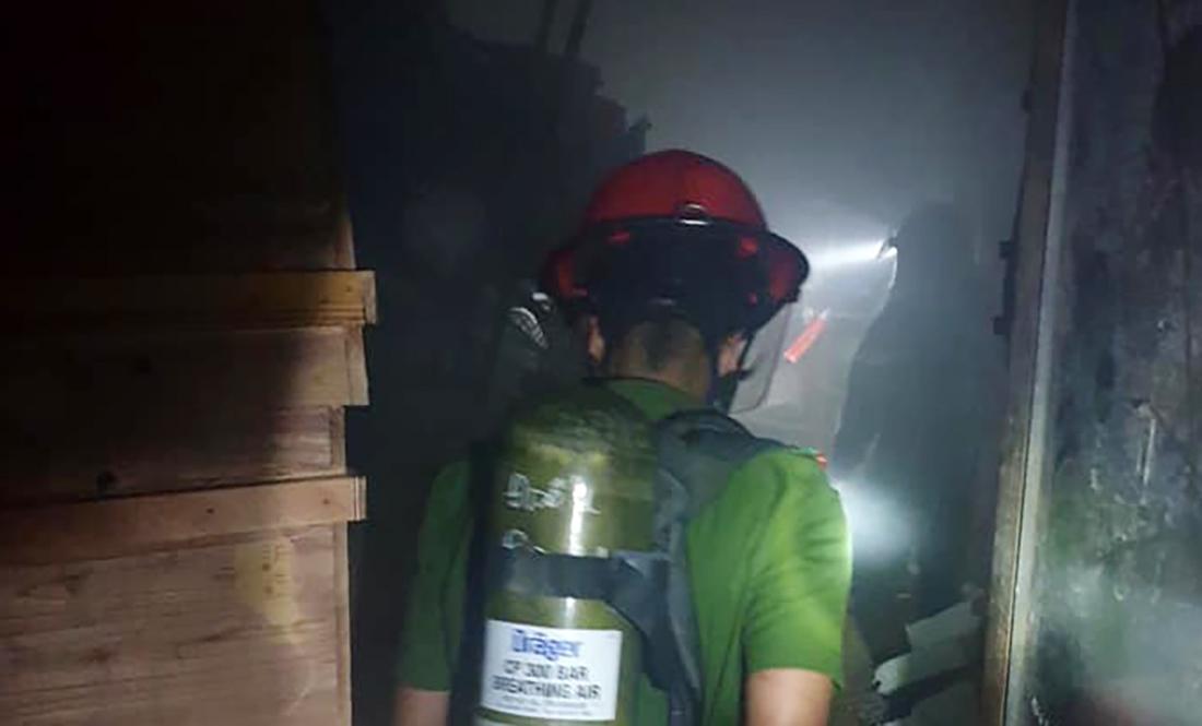 Cháy cửa hàng hoa ở TP Vinh, 4 người chạy ra cửa phụ thoát hiểm
