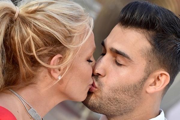 Bạn trai kém 13 tuổi sẵn sàng cưới và có con với Britney Spears