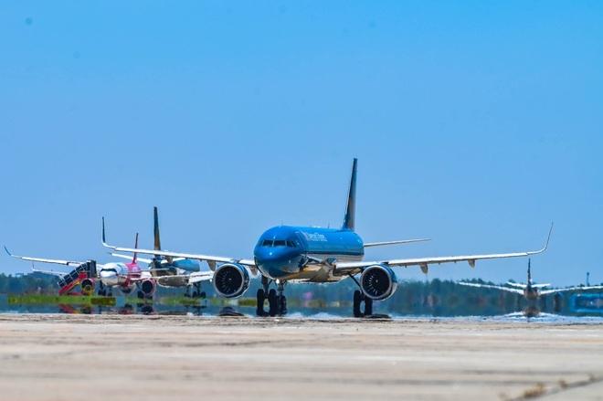 Cú 'bẻ lái' bất đắc dĩ của các hãng bay và cuộc lội ngược dòng Covid-19