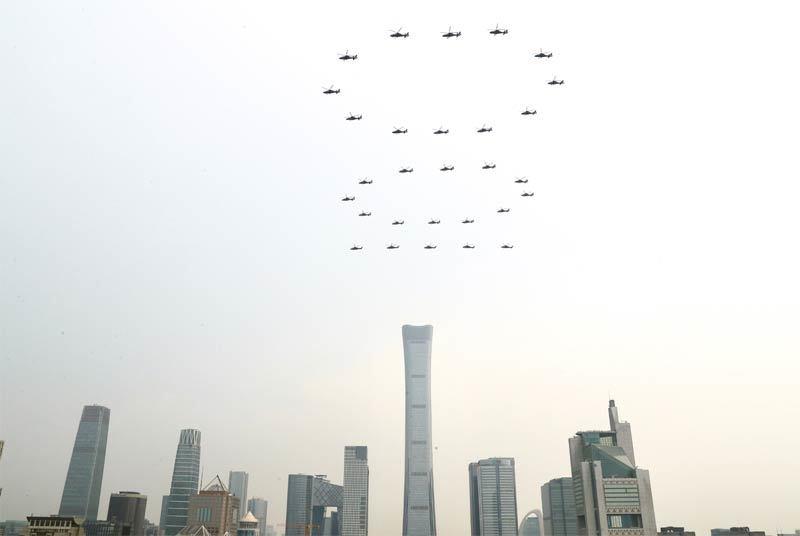 Xem dàn chiến cơ phô diễn kỷ niệmthành lập Đảng Cộng sảnTrung Quốc