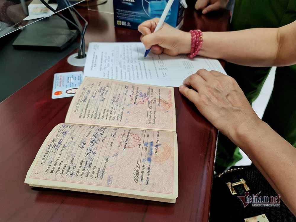 Ngày đầu Luật cư trú mới, nhập tách hộ khẩu ở Hà Nội chỉ mất 10 phút