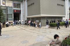 Người Hàn đổ xô xếp hàng mua Chanel trước tin đồn tăng giá