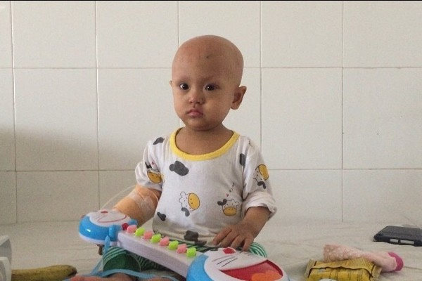 Xót xa bé gái 2 tuổi hoại tử ngón tay do mắc bệnh ung thư hiểm nghèo