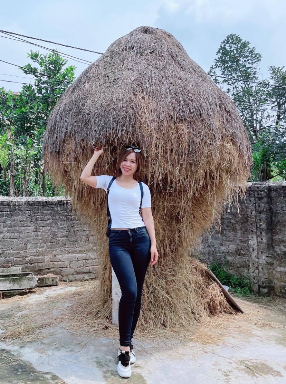 Vợ Mạnh Trường trẻ trung, gợi cảm tuổi 36