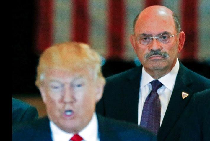 Giám đốc tài chính tập đoàn Trump 'nộp mình' cho nhà chức trách