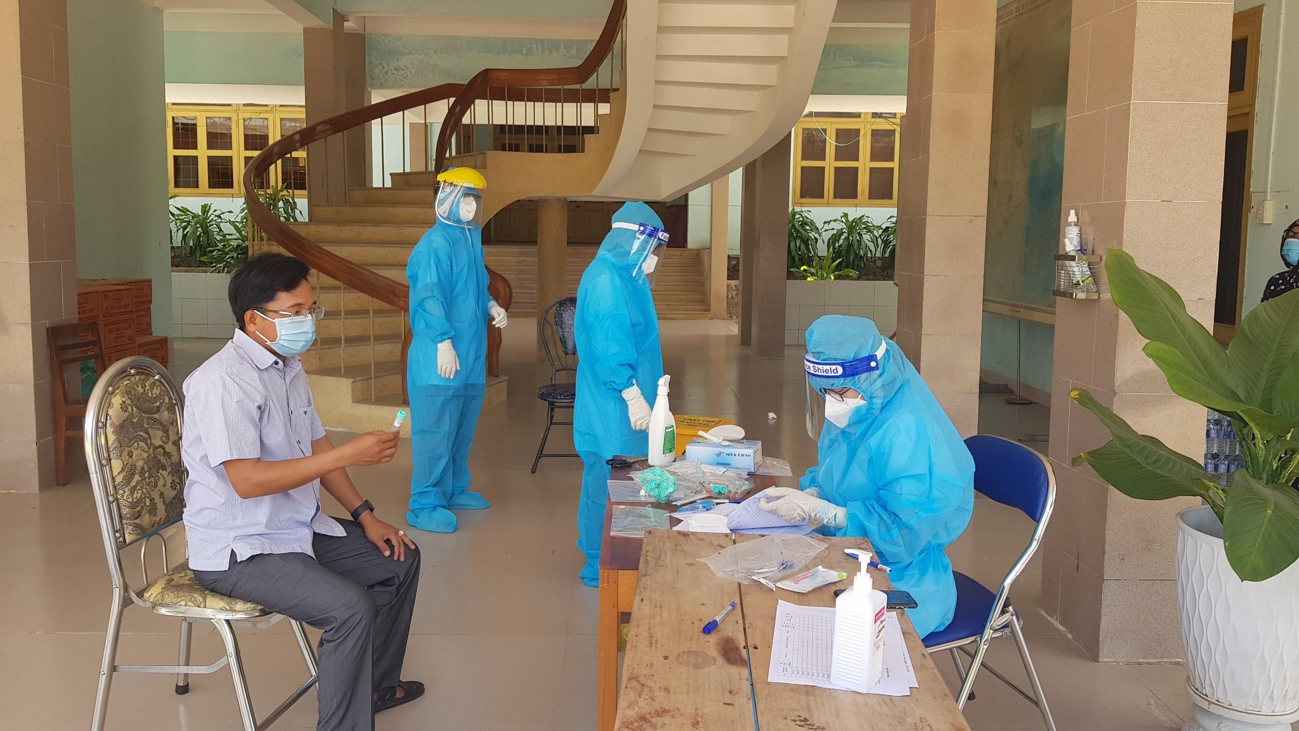 Phú Yên thêm 28 người nhiễm nCoV, huyện Tây Hòa có ca bệnh đầu tiên