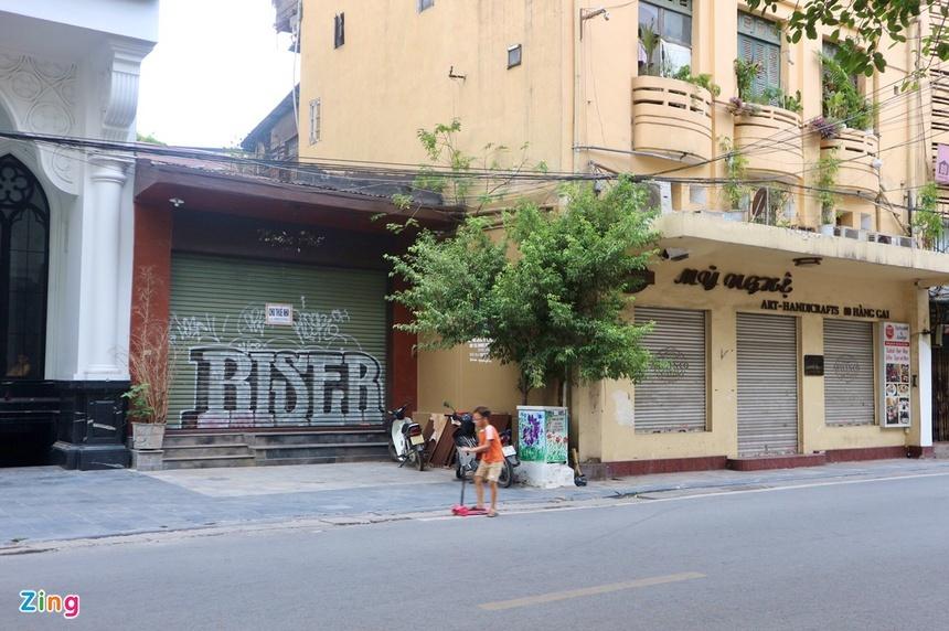 Tiểu thương phố cổ Hà Nội cầm cự cửa hàng, lo phá sản