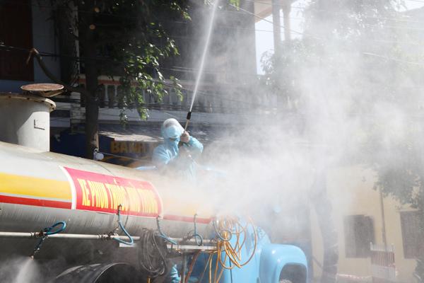 Phú Yên có 8 ca nhiễm, Quân khu V phun khử khuẩn diện rộng